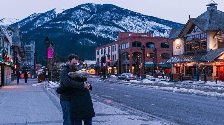 10 cose da fare in coppia durante le vacanze: un tocco romantico al Natale! • 10 cose da fare in coppia durante le vacanze