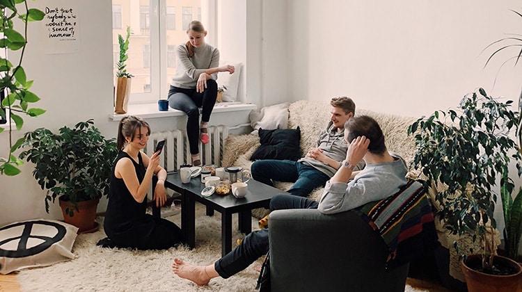 Invitare persone a casa e come comportarsi: allarme ospiti! • Invitare persone a casa