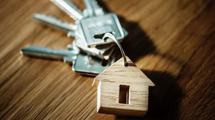 Si può convivere in due case? Una forma di convivenza parziale. • convivere in due case