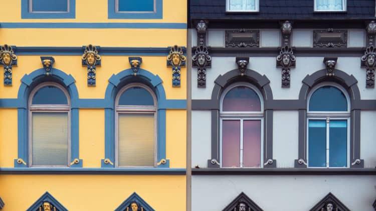 Si può convivere in due case? Una forma di convivenza parziale.