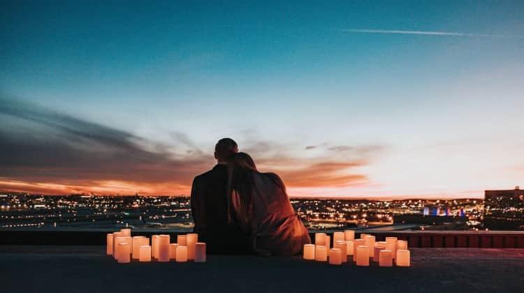 Come sorprendere il partner: rimedi per combattere la noia