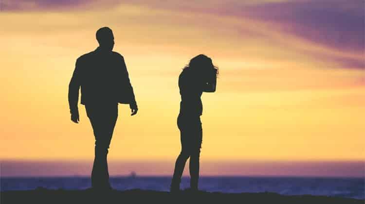 Cosa fare se lei è gelosa dei tuoi amici: 5 consigli utili