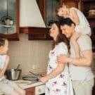 Convivenza forzata in famiglia: in quattro sotto un tetto