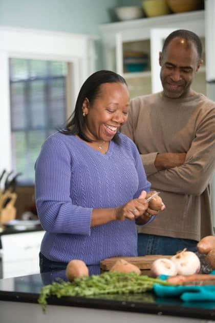 Cucinare insieme per sopravvivere alla convivenza
