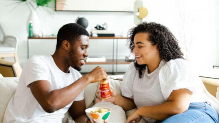 Relazione tra coinquilini. Cosa fare quando la convivenza viene prima dell'amore?