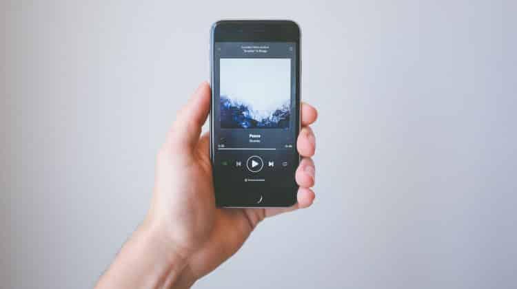 Dillo con una canzone: le canzoni da dedicare al partner in base alla vostra situazione sentimentale