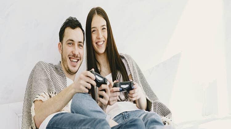Videogiochi in coppia: giocare insieme conviene